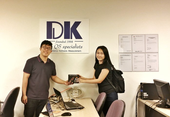 Shanghai Tunnel Engr Co (Singapore)'s representative receiving the free gift of laser distance measure.